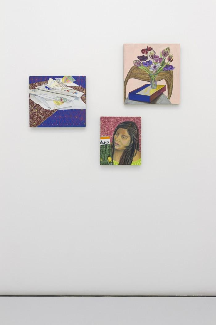 Retratos, cartas, libros y flores