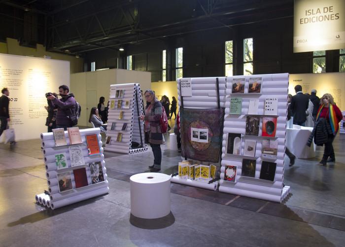 Isla de ediciones, con curaduría de Mariano Mayer, Gastón Pérsico y Cecilia Szalkowicz, arteBA 2016, foto Cecilia Szalkowicz