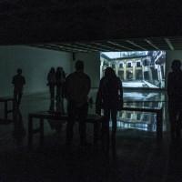 Vista de exhibición O Abuso da História, de Héctor Zamora.
