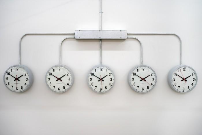 agustina-woodgate_clocks-10-to-2_hr