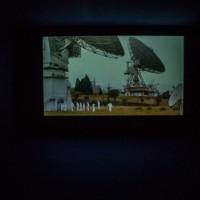 La Decanatura (Elkin Calderón y Diego Piñeros), Centro Espacial Satelital de Colombia ( · ) ( · ), 2015, Fotografía y video, Dos fotografías de 180 x 150 cm c/u. Duración video: 00:12:03 Cortesía: AÚN 44 Salón Nacional de Artistas | Tatiana Toro Ríos