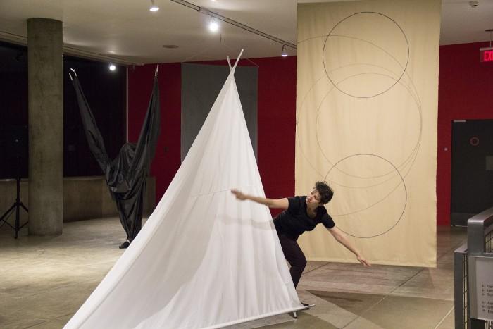 carmen-beuchat-performance_-opening-dance_02