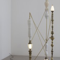 Between you, me, and the lamppost No.1, 2016. Lamp parts, light bulbs, brass rods. Courtesy of Galería CURRO.