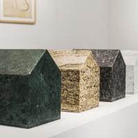 Luis F. Benedit, Serie Ranchos de piedra, 2002. Granito y mármol. 26 x 27 x 20 cm c/u.