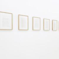 Jesús Monteagudo, Autorretrato, 2016. Serigrafía sobre papel con sangre del artista. 6 piezas de 36 x 26 cm c/u. Cortesía de Die Ecke, Santiago.