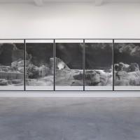 Quatemary, 2014. Vista de la instalación, Marian Goodman Gallery, París. Cortesía: Marian Goodman Gallery, Nueva York/París. Fotografía: Marc Domage.