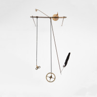 María Edwards, Verse V, 2017. Steel, rusty bicycle spokes, bird feather, rusty clock gears and steel winders. 41 x 22 x 27 cm (16.1 x 8.6 x 10.6 in). Courtesy: Arróniz Arte Contemporáneo. Photo credit: Rodrigo Villanueva.