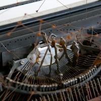 María Edwards, Verse I (detail), 2017. Intervened typewritter, and rusty steel tripod and rusty steel wire constellations. 102 x 50 x 37 cm (40 x 15.7 x 14.5 in). Courtesy: Arróniz Arte Contemporáneo. Photo credit: Rodrigo Villanueva.