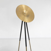María Edwards, Verse II (detail), 2017. Bronze tripod and cymbal. 135 x 48 x 30 cm (53.1 x 18.9 x 11.8 in). Courtesy: Arróniz Arte Contemporáneo. Photo credit: Rodrigo Villanueva.