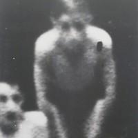 Niño-piscina, 1997. Mixta sobre photolinen y lienzo. 90 x 75 cm. Cortesía: Galería Luis Adelantado.