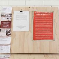 Liliana de Simone, Sin título, 2016. Selección de artículos y proyectos realizados por Liliana como parte de su investigación como arquitecta. Dimensiones variables. Cortesía: CAMPO. Crédito de la foto: Santiago Pinyol