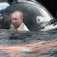-Papel higiénico-. Vladimir Putin y sus secuaces. Foto tomada de internet.