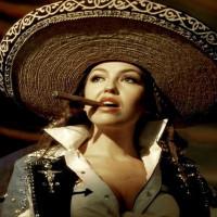 Still del video de la canción -Amor a la mexicana- de la cantante mexicana Thalía, 1997.