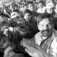 Uno de los Mario Aburto es capturado por la gente que estaba en el mitin de Colosio en Lomas Taurinas, momentos después de que el candidato había sido herido de bala. 1994. Foto sacada de internet.