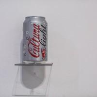 Claudia Rodríguez, War-hole, 2000. Rótulo sobre lata de aluminio. 12 x 6 cm. Colección del artista. Fotografía: Josef Kandoll Wepplo