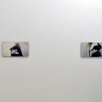 Detalle de instalación in situ: Hot Bitch II & Hot Bitch III, 2017. Serigrafía en espejo y video. 50 x 28 cm (19.69 x 11.02 in). Cortesía de Anonymous Gallery, Ciudad de México. Foto: Tomás Pérez.