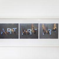 Arte en llamas. Art. Fotografía a color. 37,5 x 102 cm. Londres, 1977. Cortesía de Abra Caracas. Fotografía: María Teresa Hamon