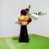 Sporting (detail), 2017. Bouquet by the artist, mahjong table. Dimensions variable. Courtesy of the artist.