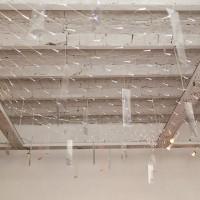 La historia de Claudia Córdova Guerra, 2017. Impresiones inkjet sobre acetato y red de LED. Medidas variables. Cortesía de Big Sur, Buenos Aires.