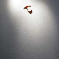 Allan Villavicencio, Sin título, 2017, pintura en spray sobre corte de madera, 25 x 20 cm. Galería Libertad. Cortesía del artista