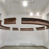 Ishmael Randall-Weeks, Todo cíclico, 2014. Polvo de ladrillos de demoliciones limeñas y resina. Cortesía de Revolver Galería