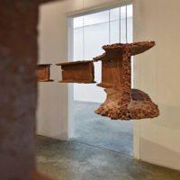 Ishmael Randall-Weeks, Todo cíclico (detalle), 2014. Polvo de ladrillos de demoliciones limeñas y resina. Cortesía de Revolver Galería