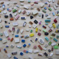 Vista de la exhibición, Las palabras y las cosas, Galería Gabriela Mistral, Santiago, Chile. Junio 2017. Cortesía del artista y Galería Gabriela Mistral.