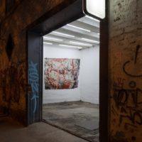 Vista de instalación. Cortesía de Sagrada Mercancía y Revolver Galería. Fotografía: Felipe Ugalde
