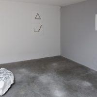Vista de instalación, Sangre de yegua preñada, Cristian Franco, PARQUE Galería, Mexico City, 2017. Photo by: Ramiro Chaves