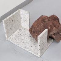 Escultura de piso I. Concreto, roca volcánica | Concrete, volcanic rock. 25 x 40 x 30 cm | 9.8 x 15.7 x 11.8 in. Courtesy of Galería Alterna, Mexico City