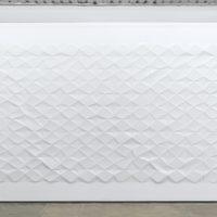 Ignacio Uriarte, Dynamic diagonal grid, 2017. Instalación de papel. Dimensiones variables. Cortesía de PROYECTOSMONCLOVA. Foto: Rodrigo Viñas.