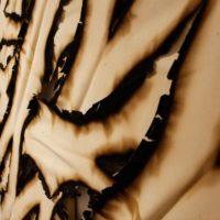 Ariel Schlesinger, Sin título (Lienzo quemado), 2017. Lienzo, Gesso, bastidores de madera. 1.40 m x 2 m cada uno. Cortesía del artista. Fotografía de Sala de Arte Público Siqueiros.