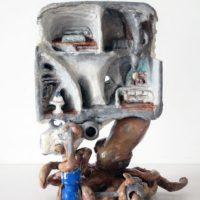 Guzmán Paz, Pulpo en el pasadizo. Masilla epoxi, yeso tallado, piezas de plástico, pintado con óleo y barnizado. 20 x 15 x 8 cm. Imagen cortesía de María Casado Home Gallery