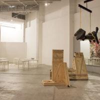 Vista de instalación. Mapas en construcción. Colecciones públicas de arte contemporáneo, 2009-2017. Imagen cortesía de La Tallera.