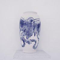 Marcos Castro, El color del sur. Jarrón, 2017. Jarrón de cerámica de Cuernavaca esmaltada. 41 x 25 cm. Cortesía: Machete. Foto: Diego Berruecos.