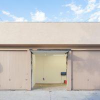 Exterior view, El eje del mal at Ruberta, Los Angeles. Image courtesy of Ruberta