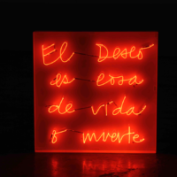 El amor es cosa de vida o muerte, 2017. Neon and methacrylate. 80 x 80 cm. Photo courtesy of the artist and Luis Adelantado Gallery.