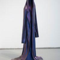 The innocent's coat, 2016. Aluminio y pintura Cosmichrome. 124 x 62 x 46 cm. Cortesía: Guillaume Leblon y Travesía Cuatro. Foto: Álvaro Arguelles