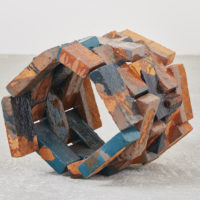 Gwladys Alonzo, Circulación I, 2017, Ladrillo de barro, esmalte, pigmento, 57 × 55 × 59 cm, Photo: Sergio López, Courtesy: El cuarto de máquinas.