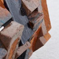 Detail, Gwladys Alonzo, Circulación I, 2017, Ladrillo de barro, esmalte, pigmento, 57 × 55 × 59 cm, Photo: Sergio López, Courtesy: El cuarto de máquinas.