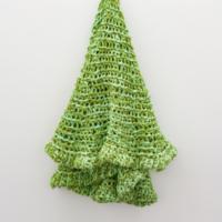 Veste Manto Verde, 2017. Cotton mesh crochet and peroba do campo wood 165 x ø 220 cm. Courtesy of Fortes D'Aloia & Gabriel.