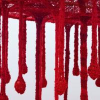 O Sagrado é Amor (detail), 2017. Cotton mesh, cotton blanket, cotton voile, cotton tulle, crepe, viscose, viscose voile, percale, tricoline, jute, linen, silk, bamboo, rose quartz, red jasper, ceramic pots, bay leaves, clove, sage and peroba rosa wood bench. Variable dimensions / Tree-sculpture: 254 x ø 290 cm. Courtesy of Fortes D'Aloia & Gabriel.