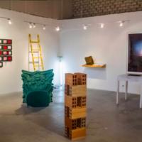 Booth de Ojiva ne Feria Odeón. Imagen vía Instagram @ojiva.visualarts