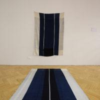 Hellen Ascoli, Objetos Específicos (2016). Fio de índigo e barbante cru tecidos em tear. 1,60x1,20m. Image courtesy of 20º Festival de Arte Contemporânea Sesc_Videobrasil