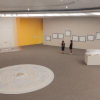 Regina Vater, Bruno Faria y Rafael Alonso. Installation view at MAC Niterói. Cortesía de MAC Niterói