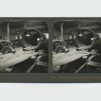 Autor desconocido, Die Sortiertrommel [Cilindro de clasificación], 1918. Postal estereoscópica, 9 x 17.9 x .1 cm. *Colección de Gabriel de la Mora. Foto: Estudio de Gabriel de la Mora. Cortesía del artista y PROYECTOSMONCLOVA