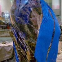 Laura Acosta, Empaquetada, 2018. Pieza textil-Performance. 180 x 100 cm. Cortesía de Ixchel Ledesma