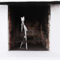 Los que esperan (Daniel), plaster, metal, 2018; Exhibition view of LUFFA, Guadalajara90210, Guadalajara, Mexico, 2018 © Guadalajara90210 and the artist