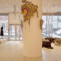 Vista de la exposición Regresando al presente: un acercamiento al textil, Instituto Cultural de México en Montreal, Montreal, Canadá, 2018. Cortesía de Ixchel Ledesma