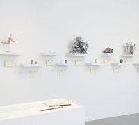 Luis Camnitzer y Colectivo MASKI. Vista de la instalación Falto de palabra, NC-arte, Bogotá Colombia, 2018. Cortesía de NC-arte